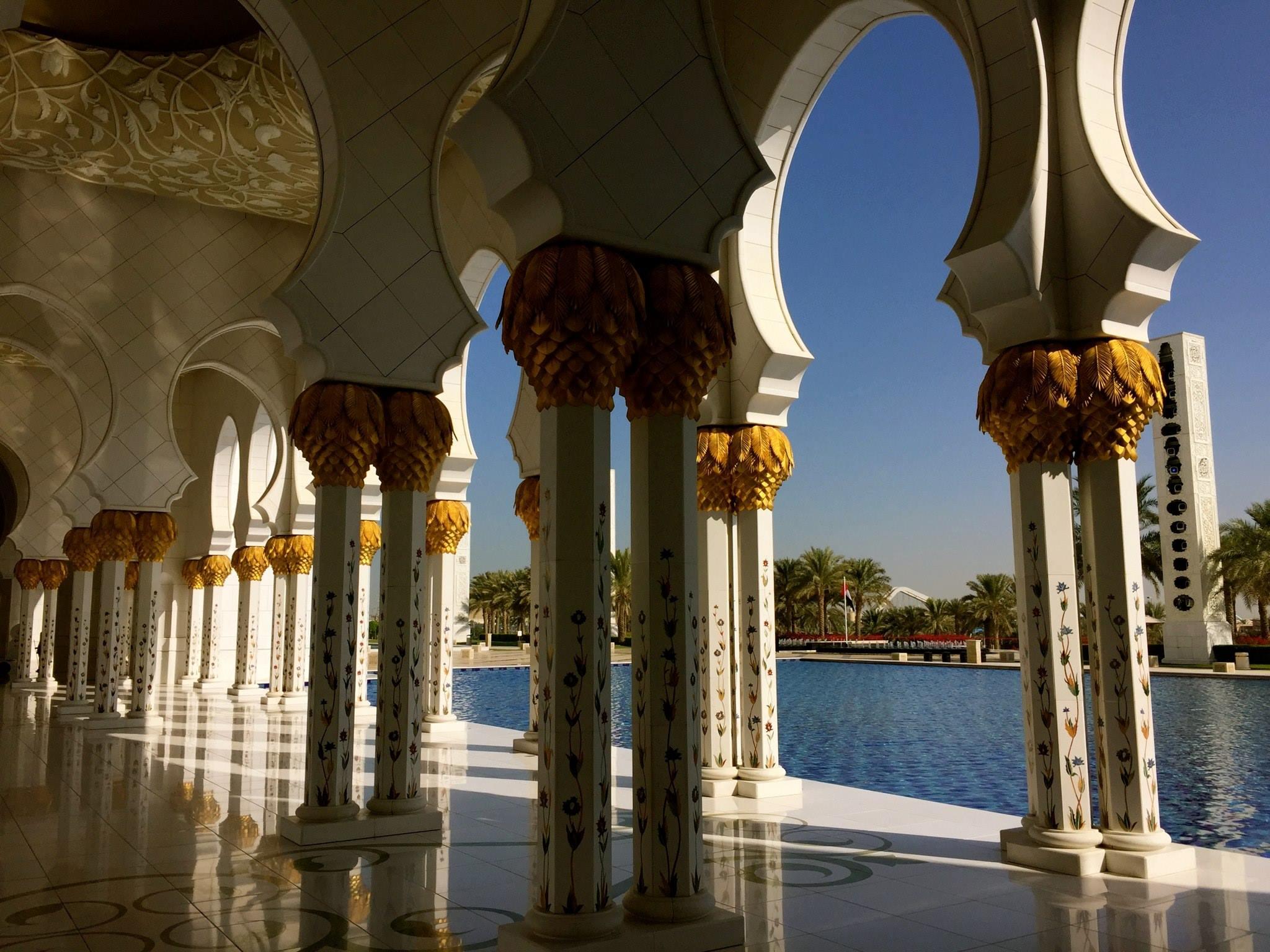 Sheikh Zayed Mosque in Abu Dhabi, Photo by Bernd Slotta